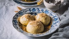 Ať už si je objednáte ve vychýrené kolibě na Slovensku, na rakouské sjezdovce, nebo třeba v klídku doma, určitě si je zamilujete! Gnocchi, Muffin, Eggs, Breakfast, Food, Morning Coffee, Eten, Egg, Cupcakes