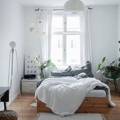 white bedroom room countryside style fresh bedroom with plant nighslee memory fo. - Wohnung white bedroom room countryside style fresh bedroom with plant nighslee memory fo. Minimalist Bedroom, Minimalist Home, Modern Bedroom, Trendy Bedroom, Minimalist Interior, Modern Vintage Bedrooms, Bedroom Classic, Minimalist Apartment, Bedroom Vintage