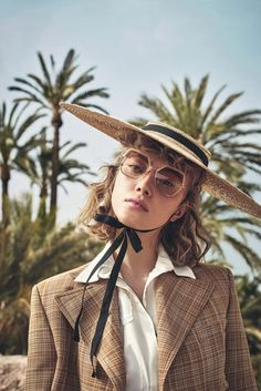Fashion Photography Inspiration, Woman Face, Fashion Pictures, Editorial Fashion, New Look, Portrait Photography, Vogue, Hats, People