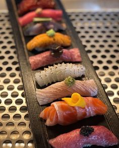 Amazing sushi plate by 🤩🍣 . If you are a sushi fan raise your hand 🙋🏻♂️ . Gourmet Recipes, Asian Recipes, Pain Perdu Simple, Kali Linux, Sashimi Sushi, Sushi Love, Sushi Party, Linux Mint, Food Goals