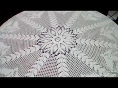 TOALHA DE CROCHÊ PÉROLA E ENCANTO DA MESA PARTE 01 COM CRISTINA COELHO ALVES - YouTube Crochet Mandala, Filet Crochet, Crochet Stitches, Crochet Tablecloth, Crochet Doilies, Crochet Videos, Crochet Designs, Rugs, Round Tablecloth