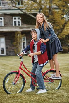 Love the classic American Style of Ralph Lauren Kids. Back to School: Iconic essentials for the year ahead! Kids Fashion Boy, Cute Fashion, Teen Fashion, American School Girl, Kristina Pímenova, Boy Outfits, Cute Outfits, Plaid Outfits, Boys Designer Clothes