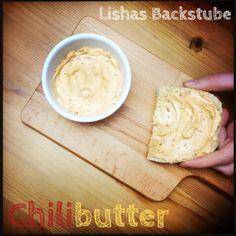 Chilibutter  #chilibutter #chili #butter #chiliflocken #rezept #food #foodblog #foodblogger #blog #blogger #aufstrich #brotaufstrich #brot #ciabatta #weihnachten #xmas #christmas #paprika #adventskalender #backstubenadventskalender #lishasbackstube