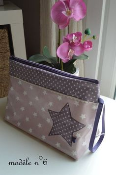 Toiletry Bags - Peas, Vichy and Co. Handmade Purses, Handmade Handbags, Diy Bags Patterns, Diy Bags Purses, Blog Couture, Small Sewing Projects, Patchwork Bags, Simple Bags, Fabric Bags