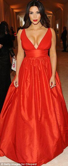 Kim Kardashian scollatissima per Elton John   Gossippando.it