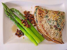 Ziegenkäse-Crêpes mit Bärlauch und Spargel auf Ahornsirup-Butter