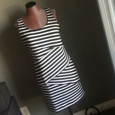 Michael Kors black & white dress This Michael Kors black and white dress has a zipper up the side and is super cute. NWT never worn. Size 6. Bought for a wedding but now I'm in the bridal party so change of plans.  All reasonable offers considered. MICHAEL Michael Kors Dresses Mini