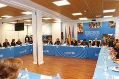 Vista general de la mesa de la reunion del Patronato, presidida por Su Majestad la Reina Sede central de UNICEF España. Madrid, 16.03.2015