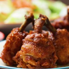 This Chicken Lollipop Hack Makes Wings Juicier and Easier to Eat (easy food recipes appetizers) Tasty Videos, Food Videos, Comida Diy, Good Food, Yummy Food, Fried Chicken Recipes, Recipe Chicken, Baked Chicken, Indian Food Recipes