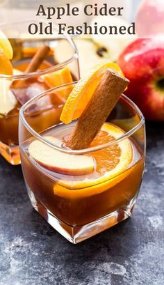 Apple cider old fashioned is a classic cocktail with a delicious fall twist! a simple fall cocktail for the whiskey lover oldfashioned cocktail drink applecider fallrecipe whiskey bourbon 3 fall cocktails that will make ros a distant memory Apple Cider Drink, Apple Cider Cocktail, Cider Cocktails, Fall Cocktails, Winter Drinks, Holiday Drinks, Classic Cocktails, Cocktail Drinks, Cocktail Recipes