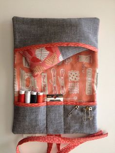 love this wallet idea for the sewing kit I am making
