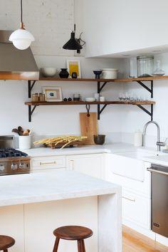 neutral kitchen ideas // white kitchen cabinets