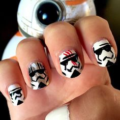 Other hand. This time with Stormtroopers (Captain Phasma and Finn) Easy Nail Polish Designs, Nail Polish Art, Easy Nail Art, Nail Art Designs, Starwars, Get Nails, Hair And Nails, Birthday Nail Art, Birthday Design