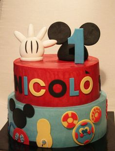 Mickey Mouse choclate cake with chantilly cream filling  http://passionecupcakes.blogspot.it/