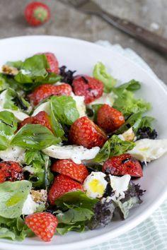 Caprese salade met aardbei | via BrendaKookt.nl