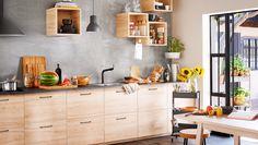 Ett klassiskt men modernt kök från IKEA med ASKERSUND kökslucka i ask