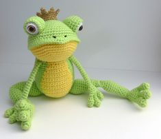 I changed Fritz the Frog to the Frog Prince by adding a crown. For the crown I used Phildar Myriade color # 106 (champagne). Pattern Crown: Row Ch sl st in first ch to form a ring, sc in sa.This is Fritz the Frog. He is very flexible (especially his Crochet Frog, Crochet Mandala Pattern, Crochet Baby Toys, Crochet Dragon, Crochet Animal Patterns, Crochet Doll Pattern, Stuffed Animal Patterns, Crochet Patterns Amigurumi, Crochet Dolls
