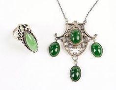 An Art Nouveau Nephrite Jade Necklace. Lot 162-7362