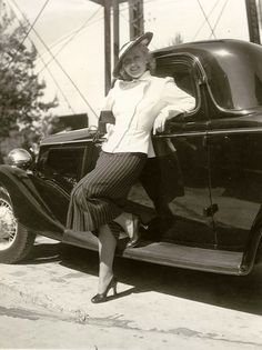 Joan Blondell, 1935   There is nothing she is wearing that isn't correct for today.  That is classic beauty.