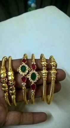 Gold Kappu Style Bangles Gold Kappu Style Bangle Designs, Gold Bangles with Rubies and Emeralds. Jewelry Design Earrings, Gold Earrings Designs, Jewellery, Gold Bangles Design, Wedding Jewelry, Baby Jewelry, Gold Jewelry, Bangle Bracelets, South India