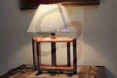 Lampada a rettangoli sfalasati realizzata in legno e lavorata interamente a mano.
