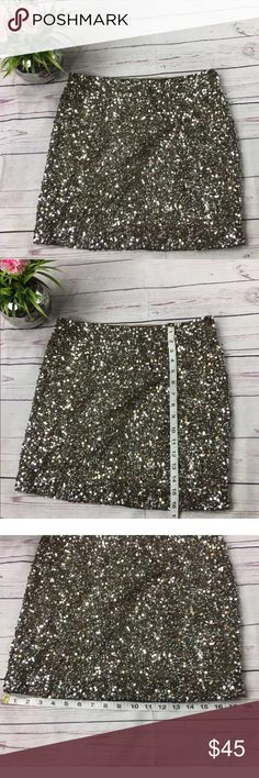 Vince sz 4 Gold Silver sequin skirt Bronze Gold and silver color, all sequin in perfect conditions, no rips, tears or stains, size 4, made in India Vince Skirts Mini