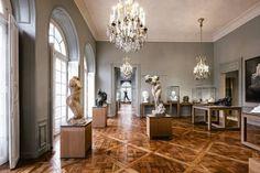 Rodin Museum x Farrow & Ball Rodin Museum, Musée Rodin, Mansion Designs, Classical Architecture, Farrow Ball, Art Plastique, Elle Decor, Oversized Mirror, Entrance