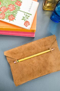 ♥ this…and I can customize it to be faux suede which I cannot get at Anthropologie! How to make a beautiful Anthropologie leather DIY journal, complete with a place for your pencil.
