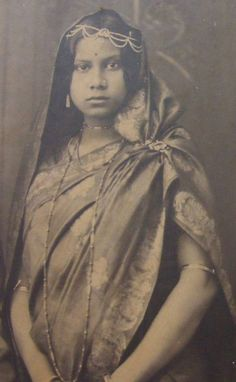 Indian Wife - Vintage Photograph 1930's - Old Indian Photos