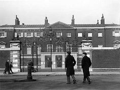 The entrance facade and gates of Devonshire House. Photographer: Rupert Potter Date Taken: 17 March 1906 Uk History, British History, History Online, Georgiana Cavendish, The Duchess Of Devonshire, Selfridges London, English Architecture, Old London, Vintage London