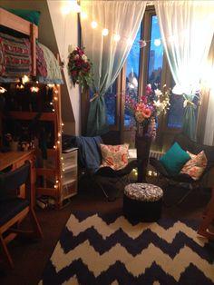 Dorm room. Cute!