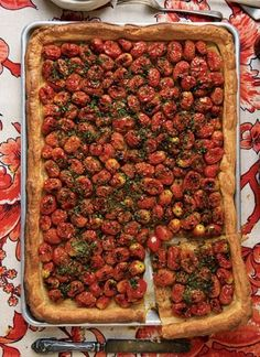 Herbed Tomato Tart Made with ripe cherry tomatoes and fragrant herbs, this tart is both delicious and beautiful. Our Favorite Tomato Quiches, Vegetarian Recipes, Cooking Recipes, Healthy Recipes, Tart Recipes, Most Popular Recipes, Favorite Recipes, Grape Tomato Recipes, Savoury Baking