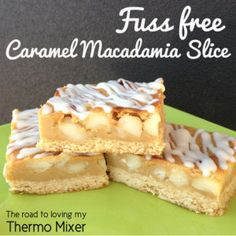 I was recently looking through a cookbook and saw a picture of a slice that looked similar to this. It had a biscuit base, peanuts and a top n fill mid caramel macadamia slice. Thermomix Desserts, No Bake Desserts, Dessert Recipes, Cake Recipes, Caramel Ingredients, 4 Ingredients, Bellini Recipe, Baking Tins, Baking Recipes