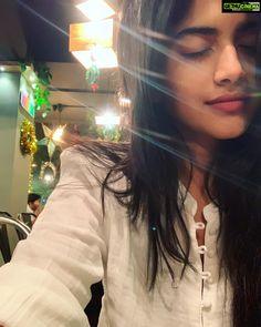 Megha Akash lovely petta Vantha Rajavathaan Varuven actress Actress Megha Akash 2019 Latest HD & Movie Stills Beautiful Girl Photo, Cute Girl Photo, Beautiful Girl Indian, Most Beautiful Indian Actress, Beautiful Girl Image, Stylish Girl Images, Stylish Girl Pic, Cute Beauty, Beauty Full Girl
