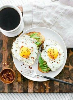 10 Easy Breakfast Recipes - perfect for weekend brunch Think Food, I Love Food, Healthy Snacks, Healthy Eating, Healthy Recipes, Healthy Breakfasts, Easy Recipes, Food Inspiration, Breakfast Recipes