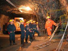Visites minières  Incroyable... C'est à une profondeur de 433 mètres (1300 pieds) que vous découvrirez les différentes facettes du travail de mineur.  Embarquez à bord de la Labmobile et profitez d'un voyage au coeur de la mine d'une profondeur de 1 300 pieds (433 mètres) qui vous impressionnera. En plus de visiter les sites d'extraction, d'ensachage et d'expédition, vous profiterez d'un arrêt au Parc thématique Jean-Dupéré pour monter à bord d'un camion de 100 tonnes, d'une pelle…
