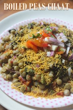 Boiled Peas Chaat Recipe - Zero Oil Recipes with step wise pictures. Healthy and low fat green peas chaat which has no oil in them. This chaat is super delicious and nutritious. Veg Recipes, Kitchen Recipes, Indian Food Recipes, Vegetarian Recipes, Cooking Recipes, Healthy Recipes, Recipies, Indian Snacks, Aloo Recipes