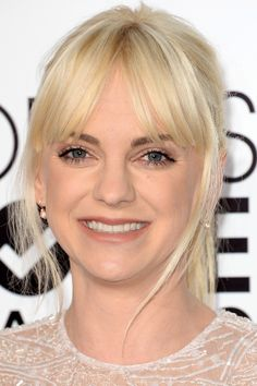 Anna Faris at the 2014 People's Choice Awards http://beautyeditor.ca/2014/01/09/peoples-choice-awards-2014/