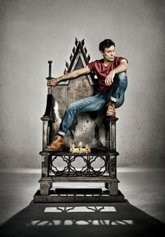 Alex Hassell is Henry V in King & Country at the Barbican