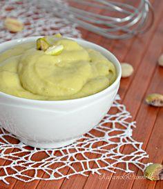 Crema al pistacchio  http://blog.giallozafferano.it/rafanoecannella/crema-pasticcera-al-pistacchio/