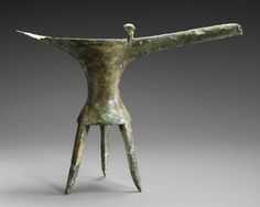 Jue (tripod wine vessel) Bronze from the Shang Dynasty. One of the best known pieces from Erlitou in the National Museum of China in Beijing.