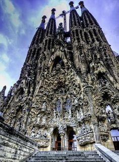 Sagrada Familia, Barcelona - this and all works by Gaudi are 1 of my top reasons to visit Spain Beautiful Architecture, Beautiful Buildings, Art And Architecture, Beautiful Places, Modern Buildings, Places Around The World, Oh The Places You'll Go, Places To Travel, Antonio Gaudi