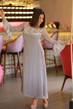 Salwar Neck Designs, Kurta Designs Women, Designer Anarkali Dresses, Designer Dresses, Designer Wear, Stylish Dresses, Casual Dresses, Frock Fashion, Abaya Fashion