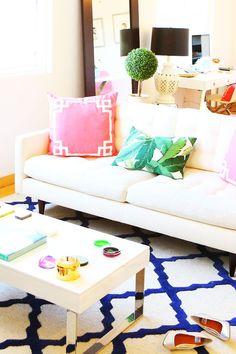 Colorful living room | theglitterguide.com