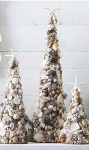 Shell Christmas Tree. This would be awesome in my beach bathroom