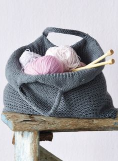 Tote bag - free pattern - 4 x 100gm chunky weight yarn