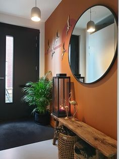 een kleine gang waar je toch alles in kwijt kan. Small Space Interior Design, Interior Design Living Room, Diy Bedroom Decor, Living Room Decor, Home Decor, Style At Home, House Entrance, Apartment Living, Home And Living