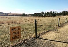 Waaay out west where there is no water over the road #wanderwestside #terang #westernvictoria #home #summer #aussiesummer #drylake #morningrun #sunshine #holidays #igdaily #landscape #funnysigns #vsco #vscogood #vscocam #weekend #brunchtime by wander_westside