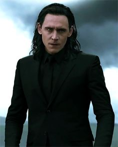 This part makes my heart ache. Thor, don't blame Loki for Odin's death 2 seconds after his passing! Loki loved him too and never got the same love and favor you did, so STOP. Loki Thor, Tom Hiddleston Loki, Loki Laufeyson, Loki Gif, Thomas William Hiddleston, Marvel Avengers, Marvel Comics, Avengers 2012, The Avengers