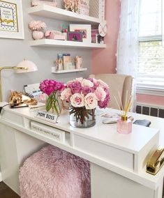 25 Chic Office Desk Arrangements You Need to Copy Now Vol / 25 Chic Office Desk Arrangements You Need to Copy Now vol Get inspired to design your own chic office desk. Twenty five chic office desk ideas you need to copy now. Home Office Space, Office Workspace, Home Office Design, Home Office Decor, Diy Home Decor, Office Style, Pink Office Decor, Office Designs, White Office